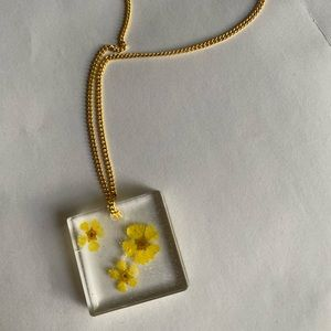 Jewelry - Hand made resin gold plates yellow flower necklace